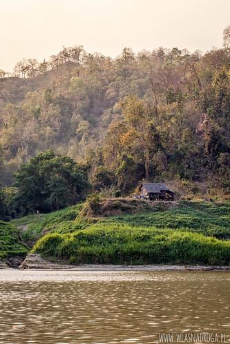 Dom na brzegu rzeki