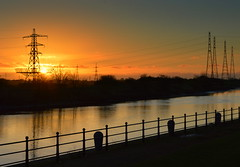 Sunset by the Ribble at Preston (Tony Worrall) Tags: preston north northwest lancs lancashire england northern uk update place location visit area county attraction open stream tour country welovethenorth unitedkingdom ribble river wet water sun sunset shine gold golden settingsun sunlit late dusk night evening sky glow glowing hue beauty nature outside outdoors glowingsun penwortham pylon docks beautiful scenic scene serene season