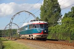 NS DE 20 Hilversum Sportpark 03-06-2015 (Spoorhaar) Tags: train allan ns railway hilversum sportpark nsm motorcar spoorwegmuseum bovenleiding treinstel motorwagen de20 dieseltrein dieselrailcar museumtrein vipcar bogenlijn spoorwensdagen
