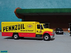 Not Just Oil... Pennzoil (Phil's 1stPix) Tags: hobby replica greenlight collectible diorama scalemodel diecast firstpix pennzoil diecastcar diecastmodel diecasttruck diecastcollection diecastvehicle 1stpix 164scalediecast smalldiorama greenlightbeveragetruck greenlightdurastarbeveragetruck international4400durastardiecast dieastbeveragetruck 164greenlightinternationaldurastar4400 pennzoilbeveragetruck pennzoiltruck pennzoildiecast