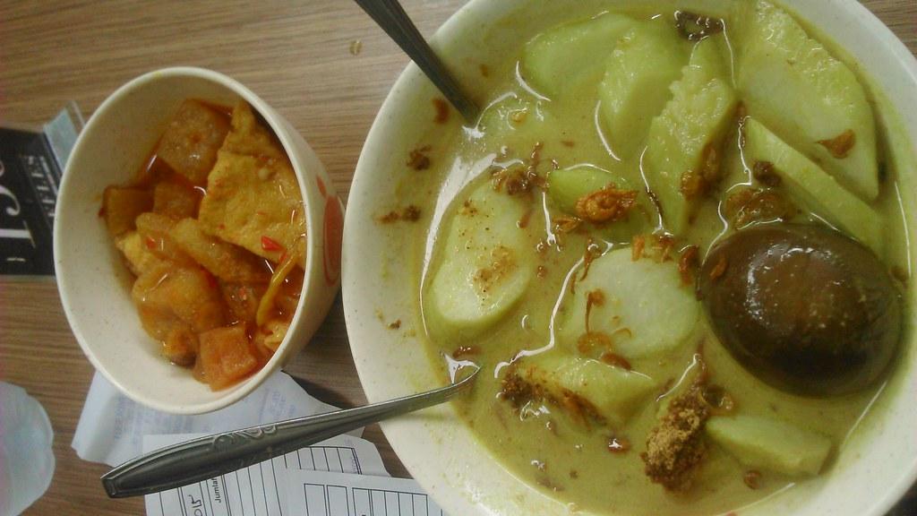 Lontong Telur Opor Krecek di Raffles Foodlife