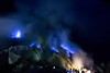 Llamas azules/ Blue flames en Kawah Ijen (Jhaví) Tags: nature naturaleza noche night asia indonesia java cráter volcán fumarolas aufre gases ijen kawah flames blue azul llama