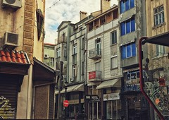 Old city with it's beautiful old buildings 😏🏢 #Plovdiv #bulgaria #old (tdzidzishvili) Tags: plovdiv bulgaria old