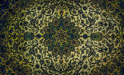 """Alfombras, espacios íntimos que simbolizan templos, árboles de la vida y el conocimiento, astros y paradisos. • <a style=""""font-size:0.8em;"""" href=""""http://www.flickr.com/photos/30735181@N00/32487283041/"""" target=""""_blank"""">View on Flickr</a>"""