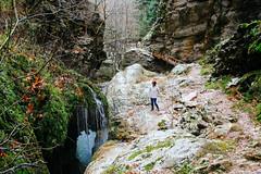 At Black Cave Spring, Karpenissi (Yiannis Sinadinos) Tags: prousos karpenissi blackcave spring πηγή ποτάμι γεφύρι trekking προυσσόσ πεζοπορία