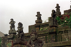 26-595 (ndpa / s. lundeen, archivist) Tags: bali color film stone 35mm indonesia temple 26 nick statues southpacific 1970s hindu 1972 figures indonesian balinese dewolf oceania pacificislands templegrounds nickdewolf photographbynickdewolf reel26