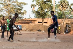 Wild Soccer (DeGust) Tags: niger sport niamey football afriquedelouest gaweye afrique africa harobanda ne ner soccer westafrica أفريقيا النيجر نيامي 尼亚美 尼日尔 非洲 prissurlevif mouvement scene horizontal cadrageenpied vueextérieure streetphotography enpied action