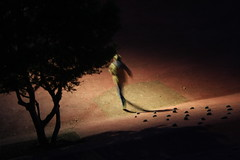 F u i r (Flakadiablo) Tags: lumiere light canon night nuit passant people rue streets street