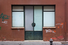 Old shop - Tienda antigua (MartinBenito) Tags: newtopographics streetphotography fotografíacallejera urban urbana simetría puertas doors cerrado closed symmetry
