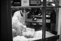 XP2Super (8).jpg (robbraby) Tags: xp2super400 ilford film monochrome soho zuiko analogue people chinatown london food cooking