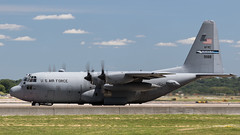 MSP 89-1188 (Moments In Flight) Tags: airplane aviation military reserve msp cargo usaf hercules spotting turboprop c130 usairforce kmsp minneapolisstpaulinternationalairport c130h mspairport 91188 89188 914aw 914th airliftwing 891188