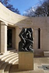 Monument aux morts de Reims (frediquessy) Tags: reims sculpture statue monumentauxmorts artdéco néoclassicisme marne architecture paullefebvre henriroyer allégorie homme pilier socle