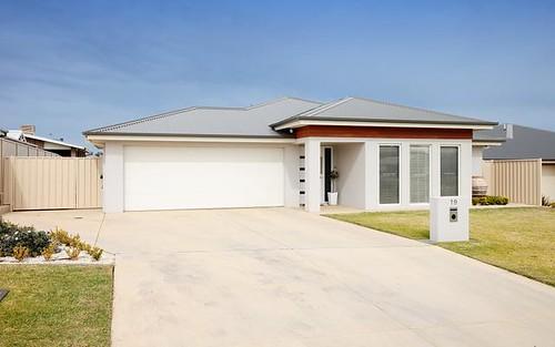 19 Cootamundra Boulevarde, Estella NSW 2650