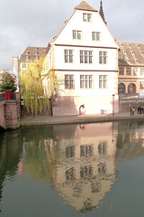 Haus am Fluß (claudipr0) Tags: france frankreich alsaceelsass strasburg strasbourg ill flus