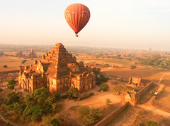 P1250169 (Kelly Cheng) Tags: temple balloon myanmar paya bagan dhammayangyi
