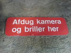 Afdug kamera og briller her (@boetter) Tags: sign copenhagen zoo skilt kamera briller afdug