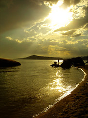 Golden Beach (Renata Diem) Tags: ocean light floripa sunset pordosol sea brazil cloud sun sunlight reflection luz sol praia beach nature sunshine brasil backlight clouds contraluz landscape gold golden mar sand shine areia natureza florianpolis paisagem palmeiras cu dourado florianopolis prdosol fotos nuvens nuvem turismo reflexo oceano itaguau brilho turista coqueiros sku