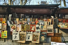 Kiosque III (Jim at Fotosyn) Tags: paris france riverside stall literature jimmoore magazines rb oldbooks bookstall laseine quaianatole
