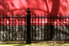 The Wall is Always Redder on the Other Side of the Fence (Linus Gelber) Tags: nyc red newyork brick church wall brooklyn fence brooklynheights stcharlesborromeo aitkenplace scoreme43 thursdaywalk sidneyplace utatathursdaywalk01