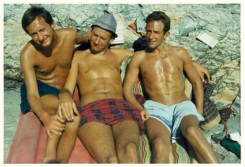 3 autrichiens naturistes hyper-bronzés !