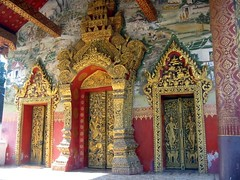 Buddhist Temple - Luang Prabang - Laos (Irish Guy's World the World Trips) Tags: travel sunset irish guy river thailand boats temple boat weed asia southeastasia buddha year gap monk buddhism monks backpacker lao mekong vangvieng vientiane luang robes prabang safron backing roundtheworldtrip