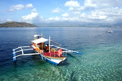 fun in the sea (Farl) Tags: ocean travel blue sea water colors fun boats boat paradise philippines sandbar clean adventure clear waters bais negros bluelist baisbay manjuyod