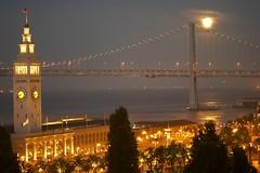 la luna è piena! (gabo_) Tags: sanfrancisco moon dinner view luna fullmoon baybridge bayarea ferrybuilding lore sfchronicle96hours