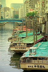Yakata ships (twinleaves) Tags: bridge japan d50 river tokyo boat nikon ship sigma 1770 kandagawa  yakatabune  yanagibashi 1770mm 1770mmf2845dcmacro