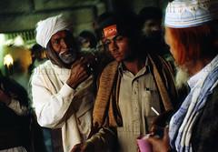 Pakpattan-23 (Nicola Okin Frioli) Tags: pakistan portrait photography photo foto photographer photojournalism punjab pilgrimage fotografo photojournalist okin okinreport wwwokinreportnet nicolaokinfrioli fotogiornalista pakpattan babafareedganj nicolafrioli