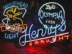 light beer (pbo31) Tags: california sign northerncalifornia neon character sanfranciscobayarea bayarea font neonsign script thebay baycity metroarea urbanarea