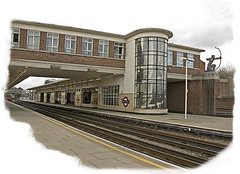 East Finchley Underground Station ------LON_DSCN4163 (Metropol 21) Tags: london architecture subway 1930s unitedkingdom britain modernism landmark tubestation artdeco 20thcentury eastfinchley streamlinemoderne charlesholden londonundregroundstation britishmodern