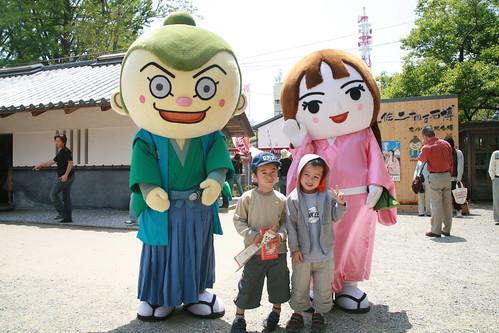 Naoki et Kenta devant le chateau