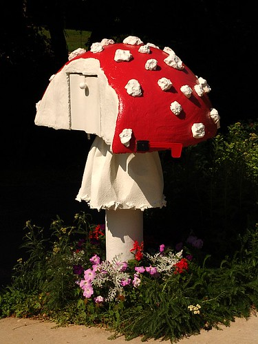 mushroom mailbox with stem ring