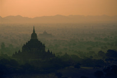 Velvia #2 031 (Kelly Cheng) Tags: temple balloon aerial velvia getty myanmar paya bagan sulamani abigfave gettysale pickbykc 88571743 gi1207