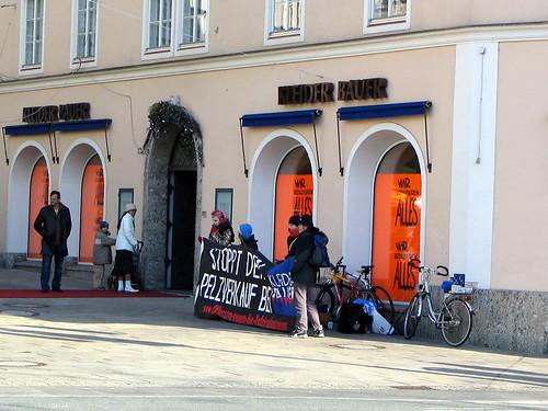 Kleider Bauer Fur Protesters
