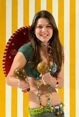 Mais da Joseane // More of Joseane (Fantinatti) Tags: cute girl smile studio mexico estudio sorriso sombrero maraca beaulty thiagofantinatti