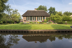 Giethoorn, Netherlands (George Pachantouris) Tags: venice holland water river thenetherlands canals overijssel giethoorn
