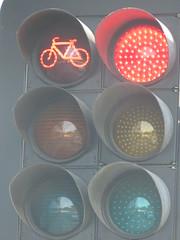 2016 Perth Tour - 3-segment Aldridge Traffic Signals & Braums Cyclist Signals (RS 1990) Tags: perth westernaustralia wa australia november 2016 tour holiday vacation trafficlights signals aldridge braums cyclist
