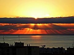 Los rayos del sol (Antonio Chacon) Tags: andalucia amanecer costadelsol marbella málaga mar mediterráneo españa spain sunrise