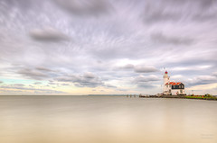 Het Paard van Marken, lighthouse of Marken. (Alex-de-Haas) Tags: dutch dutcharchitecture dutchskies hdr holland hollandseluchten ijsselmeer marken nederland nederlands nederlandsearchitectuur netherlands noordholland paardvanmarken architecture architectuur beautiful daglicht daylight highdynamicrange lake landscape landschap lighthouse lucht meer mooi schiereiland sky summer vuurtoren water zomer