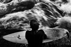 . (www.piotrowskipawel.pl) Tags: photojournalism reportage sport journalism documentary bw blackwhite blackandwhite monochrome hobby avtive riversurfing surfer surfing eisbachriver eisbach river water wave waves munich