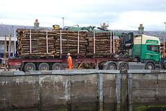 Scania R560 V8 (Mrtainn) Tags: truck scotland highlands alba forestry escocia lorry alban szkocja v8 scania esccia schottland westerross schotland ecosse lochalsh scozia skottland rossshire skotlanti skotland kyleoflochalsh broskos caollochaillse skogbruk bosbouw forstwirtschaft esccia skcia foresterie albain skogsbruk iskoya  rawtherapee  lenictwo lochaillse metstalous metsnhoito skovbrug gidhealtachd coilltearachd taobhsiarrois siorramachdrois forstgerte forstwesen  scoia skogindustri skogvesen engenhariaflorestal skyetransport lraidh scaniar560 mackinnonstransport scaniar560v8   enginyeriaforestal lesnictv  ingenierademontes basotze umarstvo selvicoltura mikkis gozdarstvo ormanclk sb13xkj