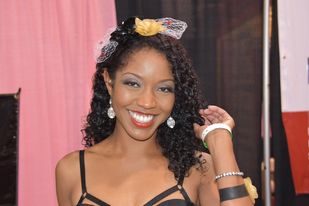 Lotus Lain At Exxxotica Chicago  Hootervillefan Tags Chicago Black Hot Sexy Star