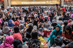 Hari Raya Aidilfitri in The Station (paulpaulpauly) Tags: holiday festival workers labor muslim religion sunday taiwan rights trainstation taipei raya tradition hari indonesian aidilfitri migrant imported migrants