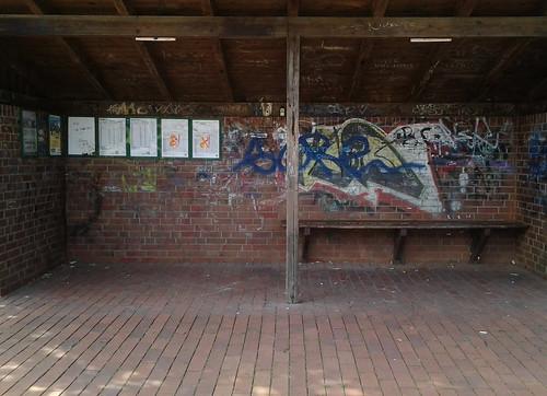 "Bushaltestelle am Dorfteich, Altenholz-Stift (02) • <a style=""font-size:0.8em;"" href=""http://www.flickr.com/photos/69570948@N04/20445653872/"" target=""_blank"">Auf Flickr ansehen</a>"