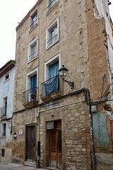 El Balcón azul (JC Arranz) Tags: españa navarra ciudad tudela arquitectura azul edificios fachada casco antiguo farola