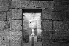 Inside the temple, Temple d'Isis (Dendour) (Leguman vs the Blender) Tags: midtown manhattan museum nyc newyork met bw