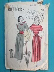 Butterick 4532 (kittee) Tags: kittee vintagesewing vintagepatterns butterick butterick4532 4532 nodate 1940s dress backbuttonclosing kimonosleeves shortsleeves cuffedslleves collar gored wouldsell wouldtrade bust32 sie14 sewing sewingpattern vintage pattern