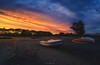 Contemplando el ocaso (je550) Tags: grauvell atardecer puzol valencia playa cielo nubeslargaexposición bracketing barca luzcálida sky clouds boat beach warmlight sunset filter filters haida nikon d800