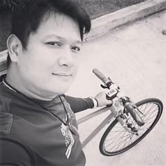 ตื่นเช้าเลยครับ ตั้งใจจะไปร่วมกิจกรรม #BikeForMom #นนทบุรี แต่เอาหมวกจักรยานใส่ไว้ในรถเวสป้า แล้วเอาเวสป้าจอดไว้บ้านอีกหลัง เมื่อคืนก็เข้าไปก็เห็นนะแต่ลืมนึกถึง เซ็งสิครับ ไม่สวมหมวกไม่กล้าปั่นกลัวเป็นตัวอย่างที่ผิด 😭 #ร้องไห้หนักมาก #bikeformom2015